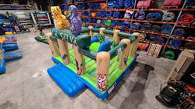 Aire de jeux maxi Gonflable JUNGLE SELVA - 4200€